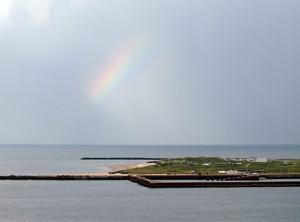Regenbogen über der Düne von Helgoland.Bild: Heinz Knotek/TrinosophieBlog