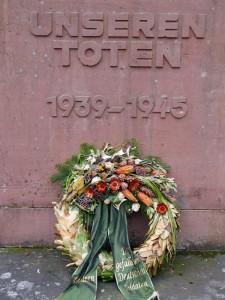 Typisches Kriegerdenkmal einer deutschen Kleinstadt. Täterbewusstsein sieht anders aus. Bild: Heinz Knotek/TrinosophieBlog