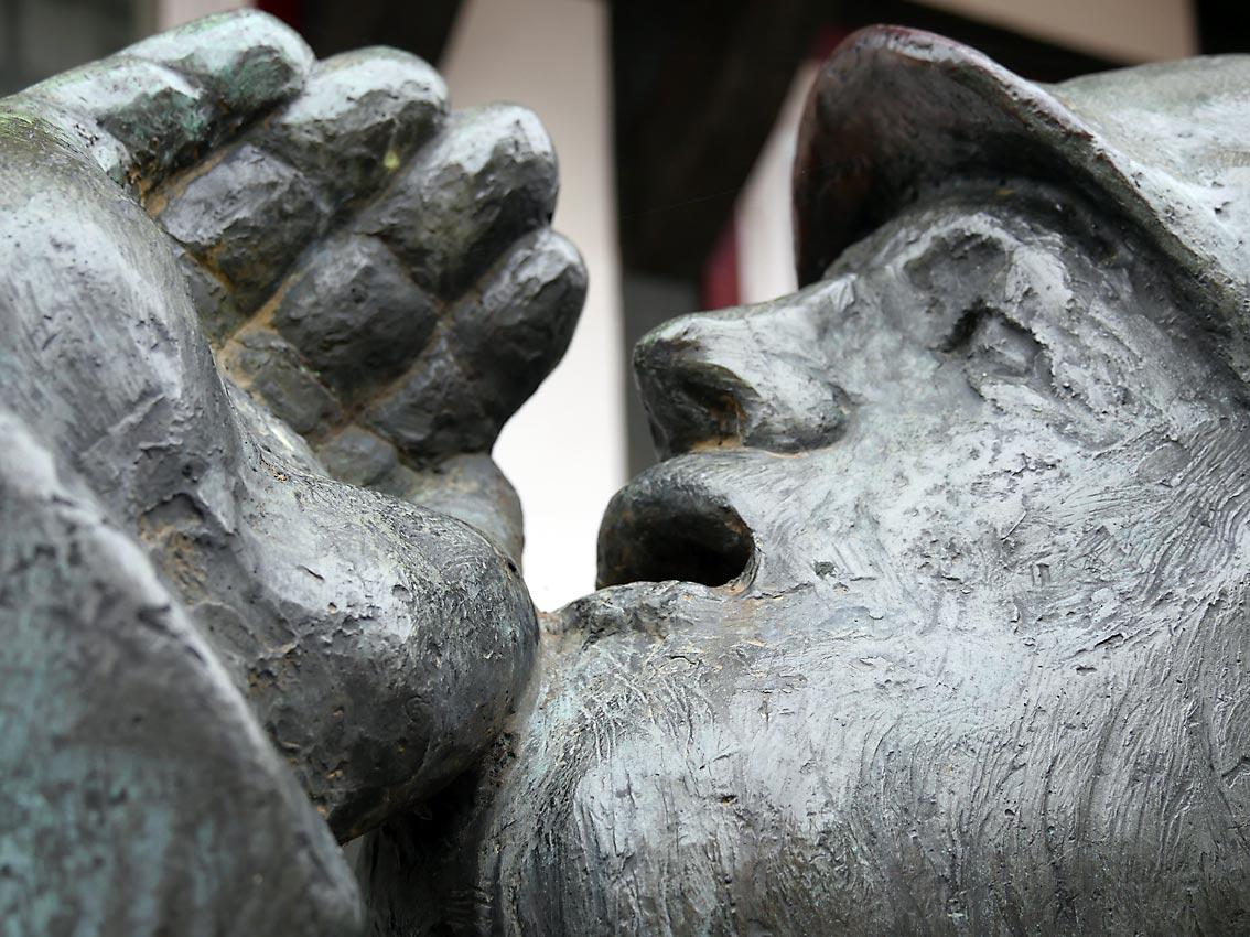"""Wer besorgt ist, warnt und das Einhalten der Gesetze anmahnt - wird als """"fremdenfeindlich"""" diffamiert. Bild: Heinz Knotek/TrinosophieBlog"""